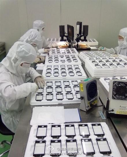 Foto vazada das telas usadas na fábrica do novo iPhone (Foto: Reprodução)