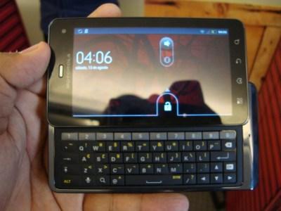 O novo Milestone vem com a versão mais recente do Android, o Gingerbread (Foto: Eduardo Moreira)