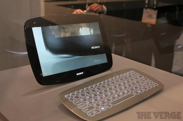 Outro modelo tem design diferenciado e teclado sem fio (Foto: Reprodução/The Verge)