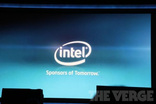 """""""Intel, o patrocinador do amanhã"""" - slogan no Keynote da Intel CES 2012 (Foto: Reprodução/The Verge)"""