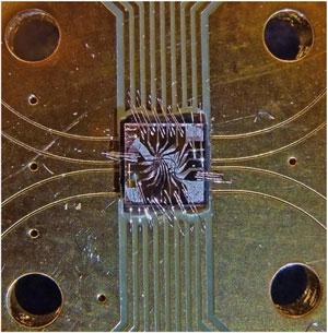 Na foto, o computador de 2 qubits, criado em um cristal de diamante (Foto: Reprodução)
