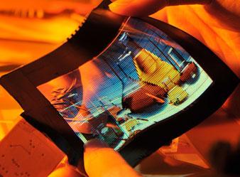 Este ecrã OLED flexível foi criada usando tecnologia FlexUPD ITRI, que utiliza um substrato de plástico que pode resistir a temperaturas elevadas. (Foto: Reprodução ITRI)
