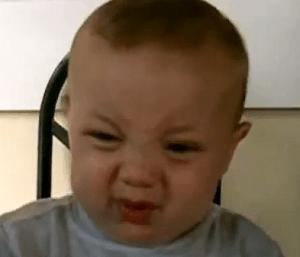 Bebê não gostou nada do sabor do limão (Foto: Reprodução)