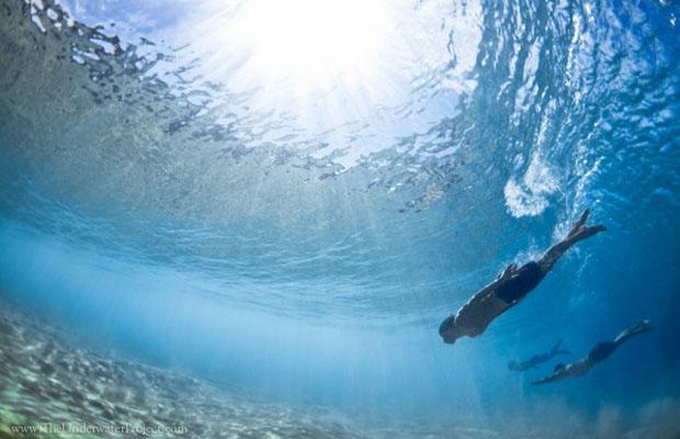 Banhista embaixo d'água (Foto: Reprodução/ Mark Tipple)