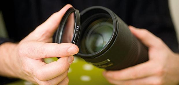Imagem de filtro sobre lente de câmera digital (Fonte: Reprodução/Digital Camera World)