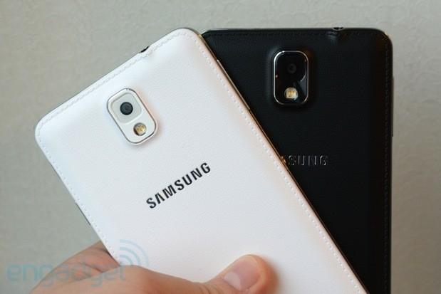 Traseira em couro é uma das maiores supresas releladas pela Samsung no novo Note 3 (Foto: Reprodução/Engadget)