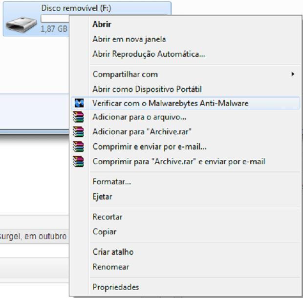 """Clique em """"verificar com"""" para que o anti-virus comece a escanear o seu dispositivo. (Foto: Reprodução/Rodrigo Gurgel)"""