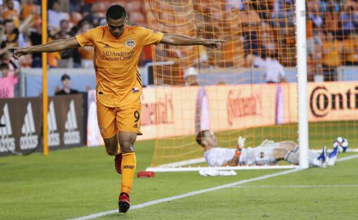 Houston Dynamo forward Mauro Manotas (9) celebrates after scoring a goal on Portland Timbers goalkeeper Jeff Attinella (1) during the first half of a Major League Soccer match at BBVA Compass Stadium on Wednesday, May 15, 2019, in Houston. Photo: Brett Coomer/Staff Photographer