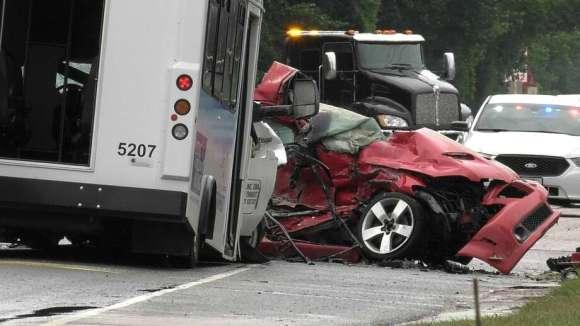 Harris County sheriff's deputies investigate a deadly crash involving a Harris County Transit bus on Sheldon Road on Thursday, June 25, 2020. Photo: Jay R. Jordan / Houston Chronicle