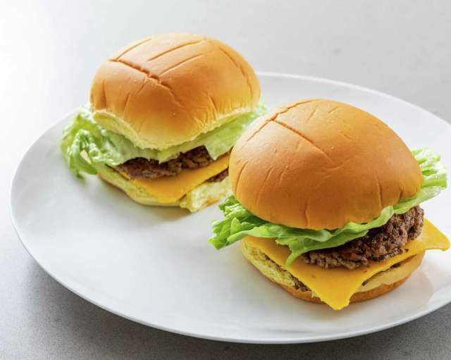 Recipe: How to make the trendy smash burger at home