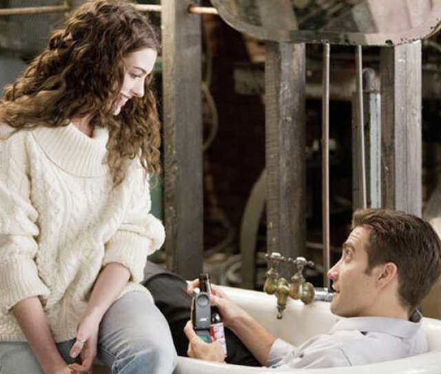 Anne Hathaway And Jake Gyllenhaal Co Star In Love And Other Drugs A