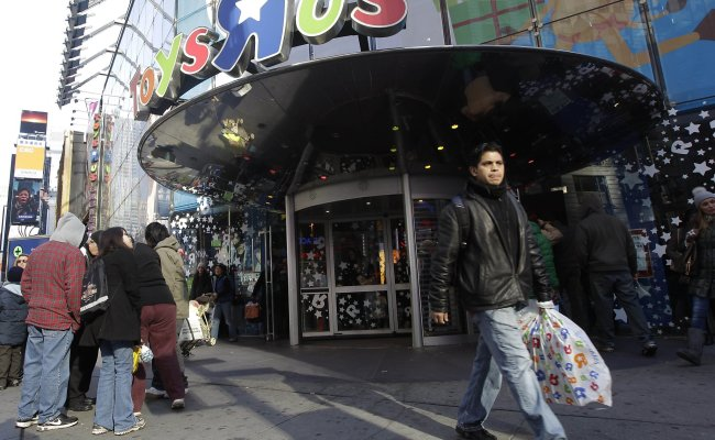 Gap Old Navy Stores To Take Over Toys R Us Times Square