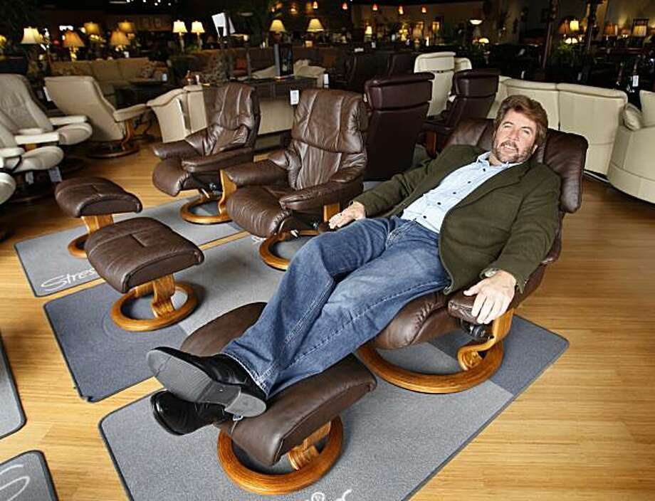 stressless chair sizes master bedroom lounge plus size furniture grows with america s girth sfgate darrin fuller munro fine design consultant sits in the by ekornes vegas