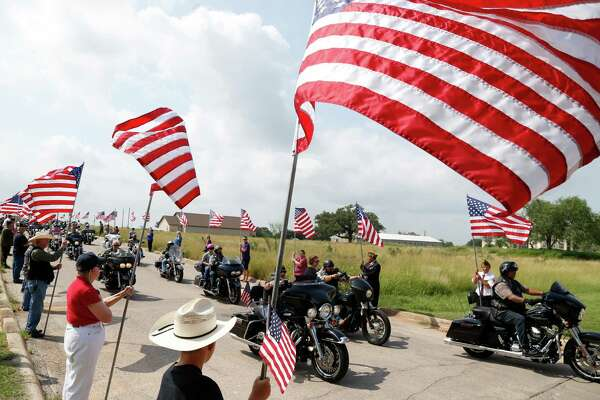 bikers pay tribute to