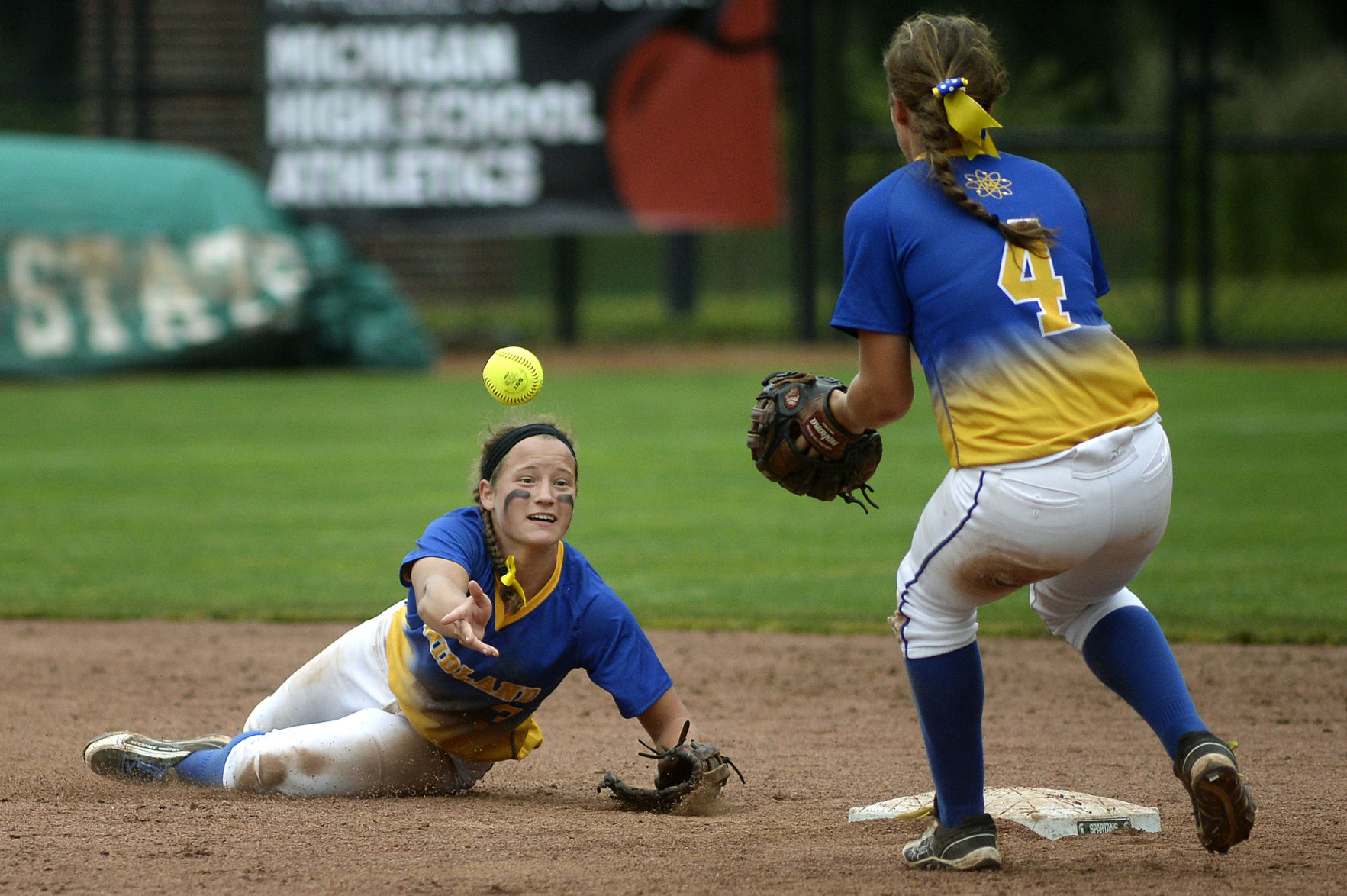 No. 7 Midland High softball team falls to No. 1 Macomb Dakota in semifinals (includes video interview) - Midland Daily News