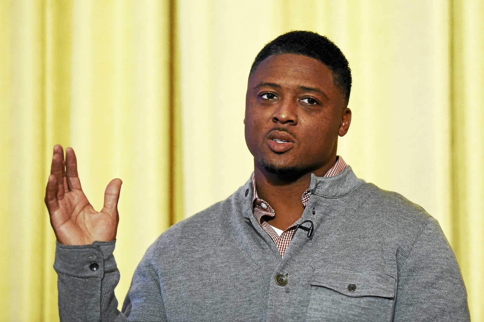 Walter Camp Man Of The Year Warrick Dunn Has Passion For