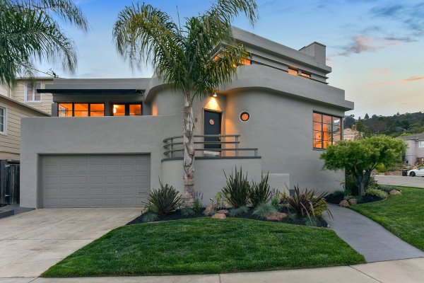 Walk- Oakland Art Deco Enjoys Tiered Backyard With