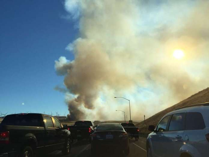 Drivers near the fire reported heavy smoke and flames on either side of the highway, and some had to turn in front of the Altamont Pass. Photo: @ Missjessrose / Twitter