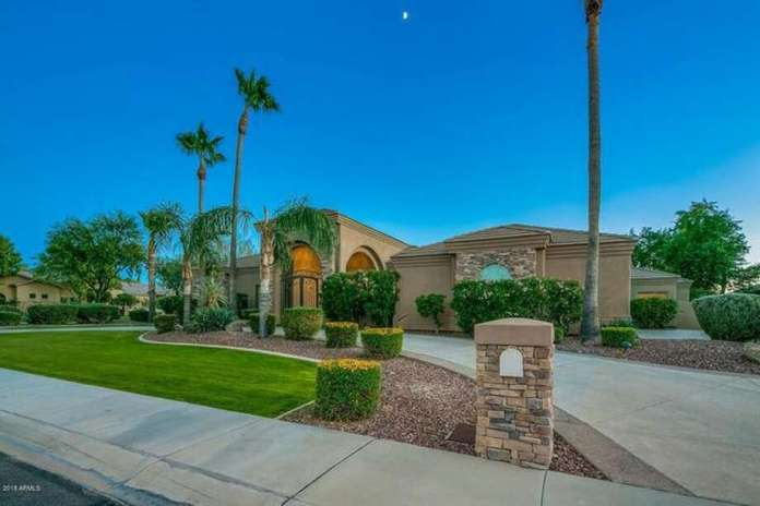 After owning a Scottsdale, AZ, mansion since 2016, San Francisco Giants All-Star shortstop Brandon Crawford is on the verge of selling it for $1.5 million. Photo: Realtor.com