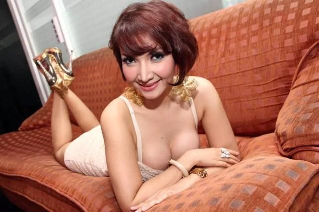 Foto Hot Roro Fitria Dengan Payudara Sexy