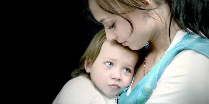 Hasil gambar untuk ibu yang memeluk anaknya