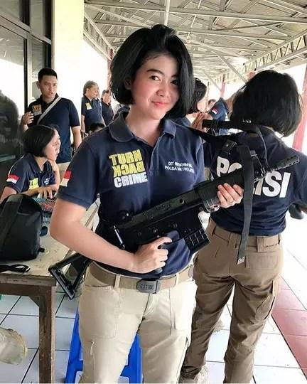 Polisi Gadungan Berambut Pirang Keluyuran,Nasibnya Apes Terciduk Polisi Sungguhan
