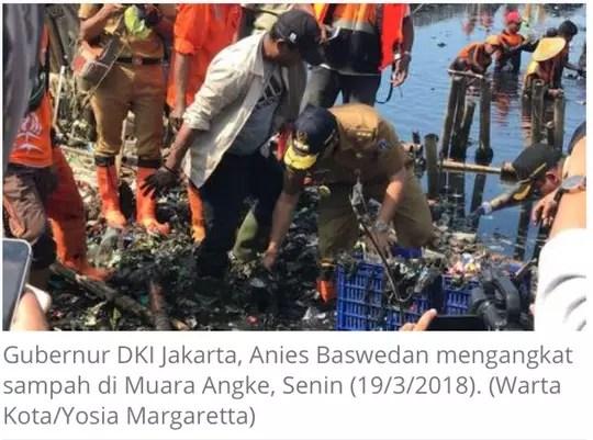 Gubernur DKI Jakarta Angkat Sampah di Muara Angke