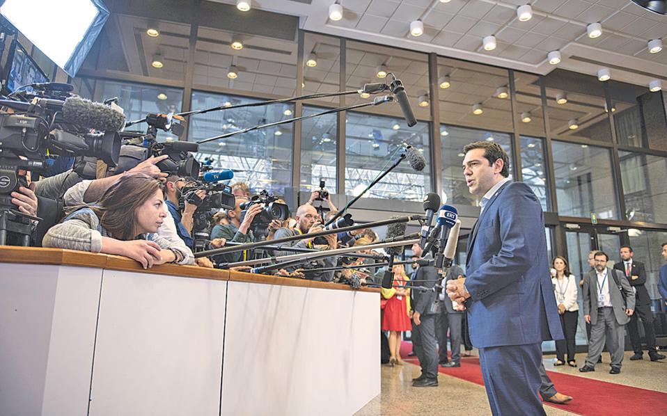 «Δεν είναι ο ίδιος άνθρωπος αυτός που μίλησε στο Ευρωκοινοβούλιο με αυτόν που μίλησε σήμερα το πρωί μετά την ολονύκτια σύνοδο κορυφής», ξεκινάει η ανάρτηση που κερδίζει χιουμοριστικά σχόλια και... κλικ.