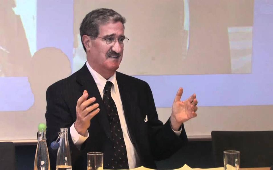 Ο επικεφαλής του προγράμματος διαπραγματεύσεων του Χάρβαρντ, καθηγητής Ρόμπερτ Μονούκιν.