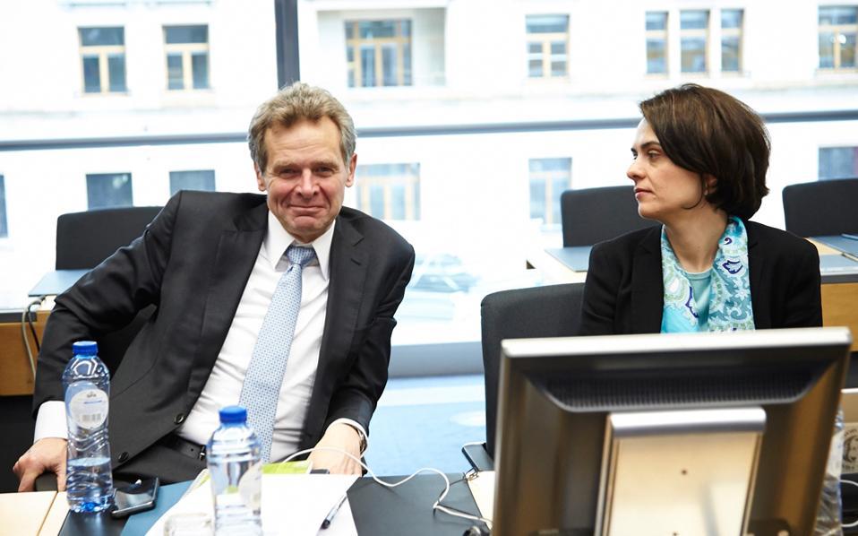 Ο διευθυντής Ευρωπαϊκών Υποθέσεων του ΔΝΤ, Πόουλ Τόμσεν, και η επικεφαλής της αποστολής του Ταμείου στην Αθήνα, Ντέλια Βελκουλέσκου.