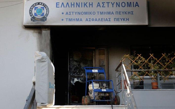 Επίθεση με μολότοφ στο Αστυνομικό Τμήμα Πεύκης - Μητσοτάκης καλεί Τσίπρα στη Βουλή