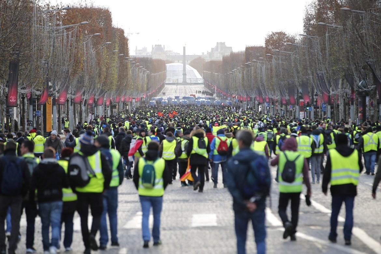 """yellow-vests Η Γαλλία βρίσκεται σήμερα σε """"εμπόλεμη"""" κατάσταση - Μαίνονται οι συγκρούσεις"""