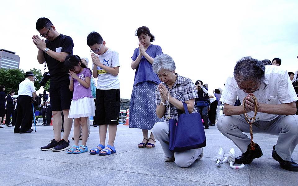 Οι κάτοικοι της Χιροσίμα τιμούν την 74η επέτειο από την πρώτη επίθεση με ατομική βόμβα