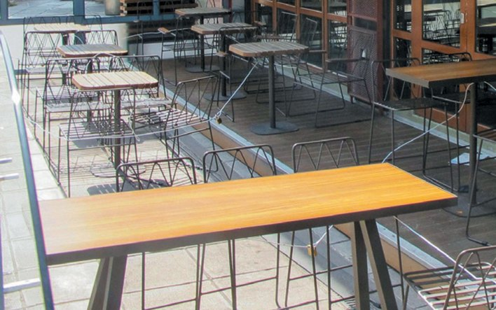 Περισσότερα τραπέζια έξω για τα καταστήματα εστίασης