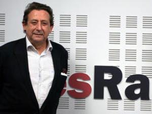 Alfonso Ussía Muñoz-Seca (Madrid, 1948) es un periodista, columnista y escritor español. Es el segundo hijo de Luis de Ussía y Gavaldá, II conde de los Gaitanes, y de María de la Asunción Muñoz-Seca y Ariza, y nieto por parte materna del dramaturgo Pedro Muñoz-Seca