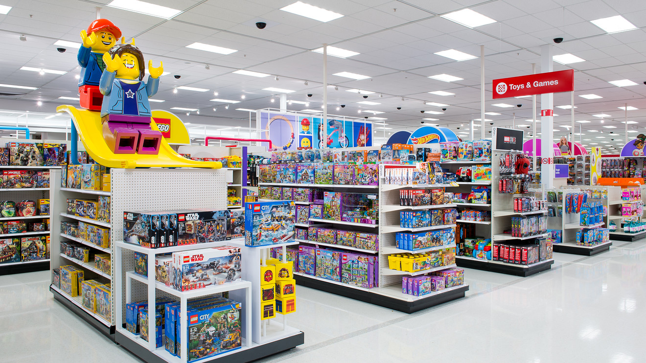 Target aims to fill the void left by Toys 'R' Us with 250.000 square feet dedicated to toys - MarketWatch