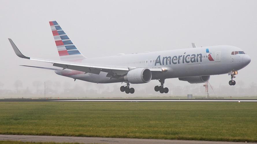 american airlines stock falls