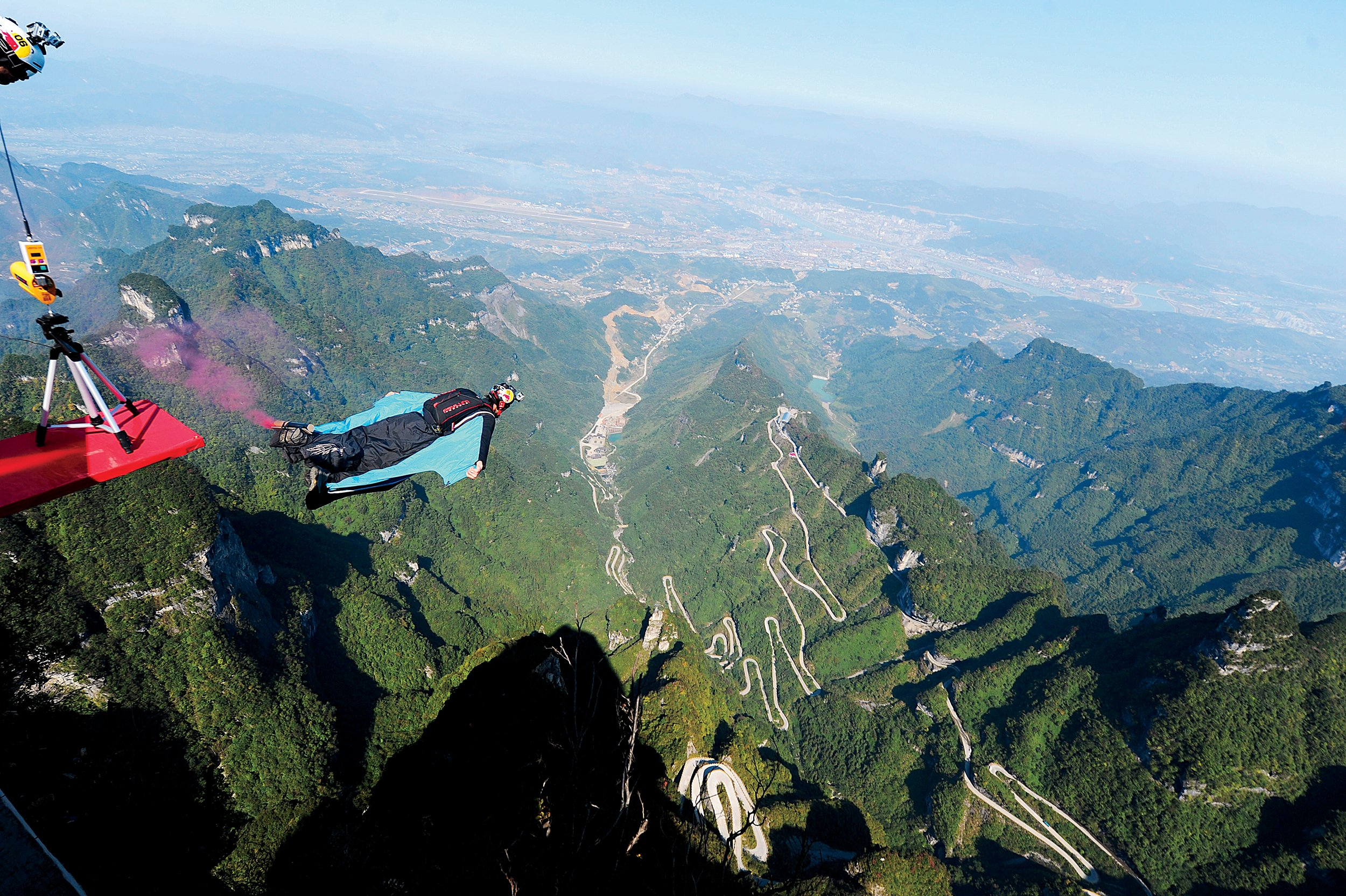 Life Magazine Quote Wallpapers Hd The Thrilling Deadly World Of Wingsuit Flying