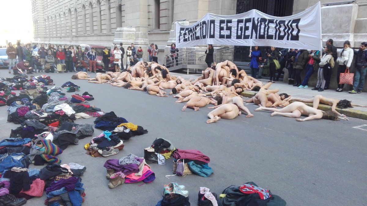 Naked Flash Mob in Argentina Demonstrates Against Sexism