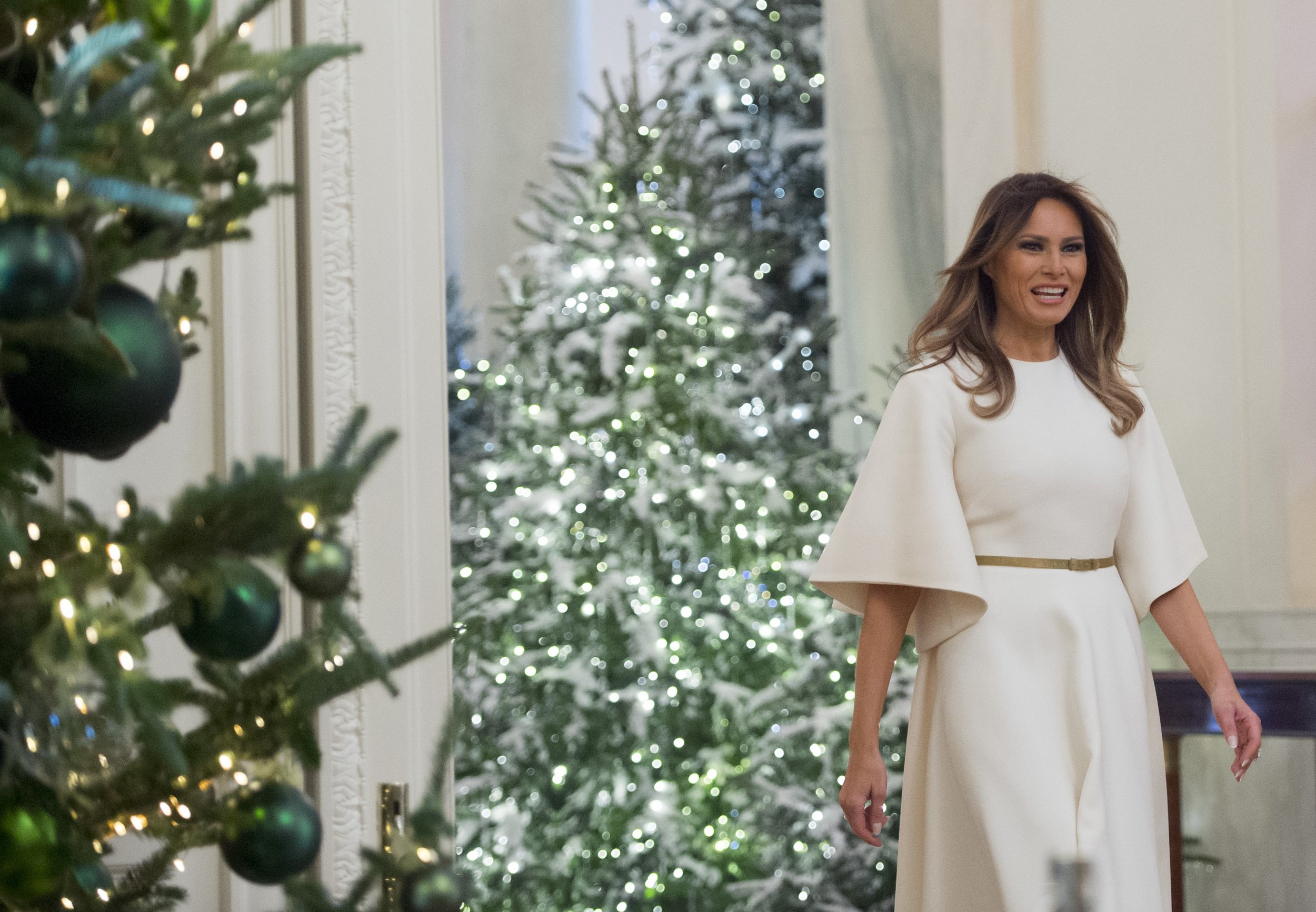 Melania Trumps Christmas Decorations at the White House Include a Note From the Obama Family