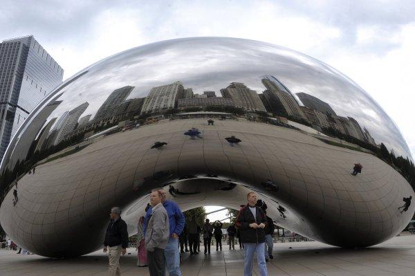 Chicago Houston Diehards Fight Over Bean Sculptures In