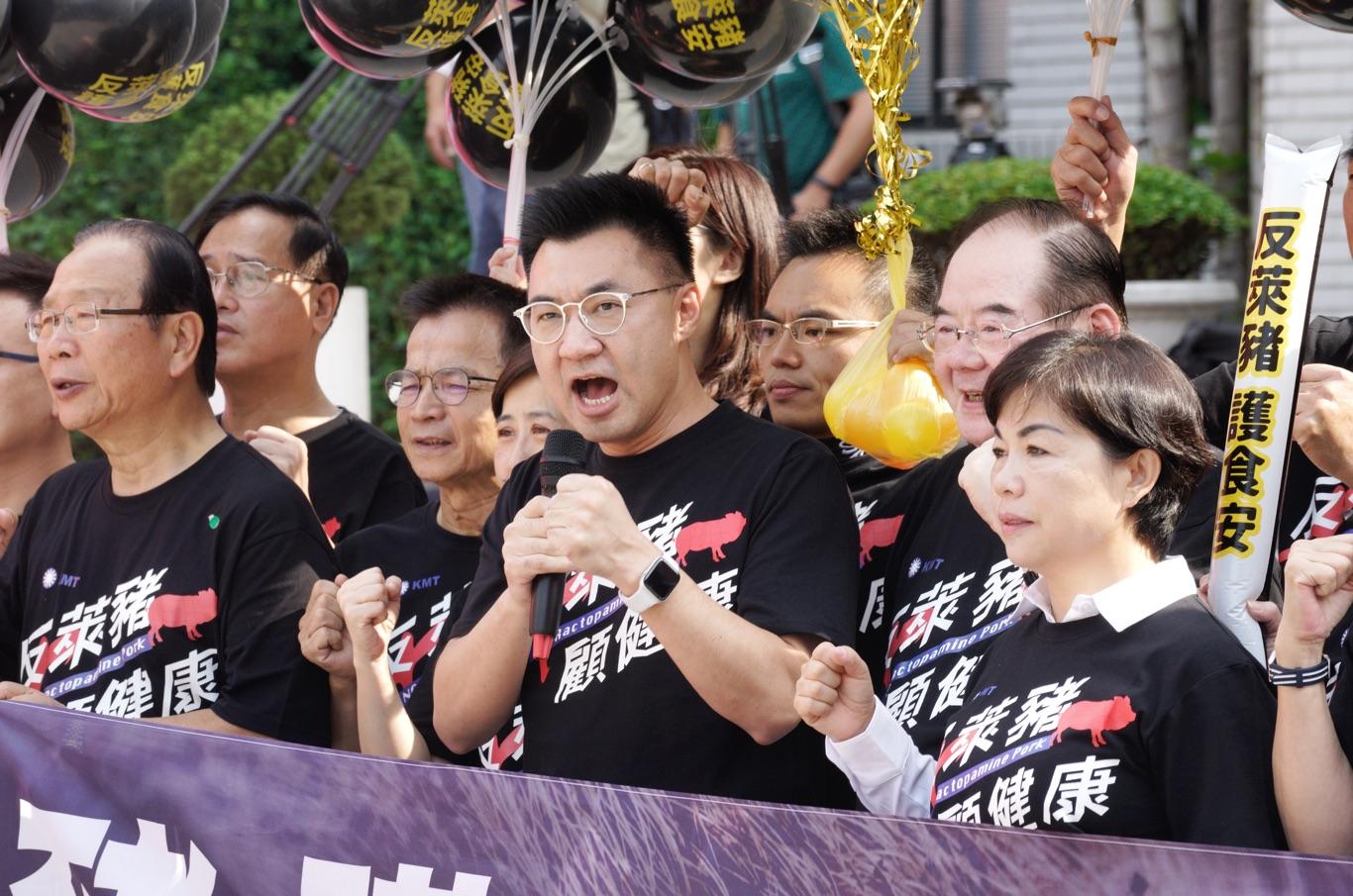 現場直擊》國民黨抬3頭道具豬反萊豬 呼籲全民週日走上街頭反萊豬   政治   新頭殼 Newtalk