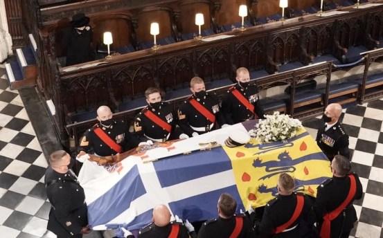 菲利普亲王的葬礼,英格兰女王独自一人向已故的丈夫说再见。 国际| 新老板Newtalk