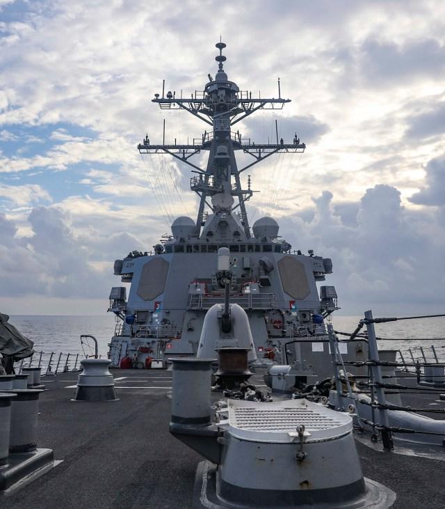 美軍勃克級飛彈驅逐艦「班福特號(DDG-65)」本月8日在南沙群島海域跨越中國美濟礁12海浬。圖:翻攝U.S. Pacific Fleet推特