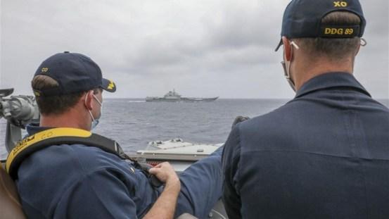 """美国海军舰长在中国南海奥克斯礁上观看辽宁中国舰队的""""无限制战争""""-新闻分析"""