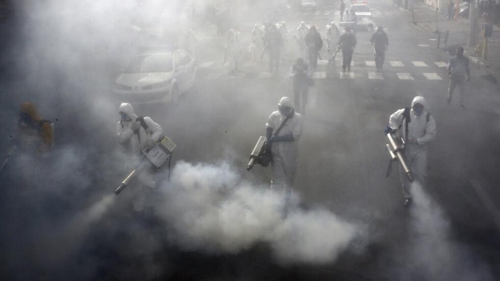 Désinfection des rues à Téhéran, la capitale iranienne, le 13 mars 2020.