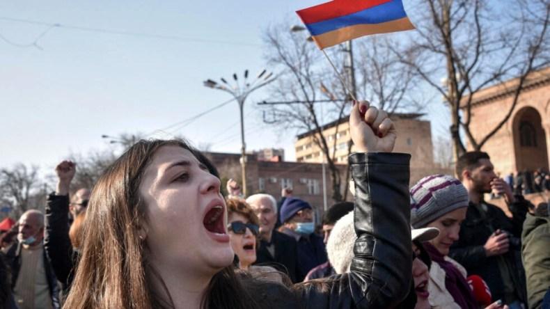 ادامه تظاهرات مخالفان نخست وزیر ارمنستان در ایروان