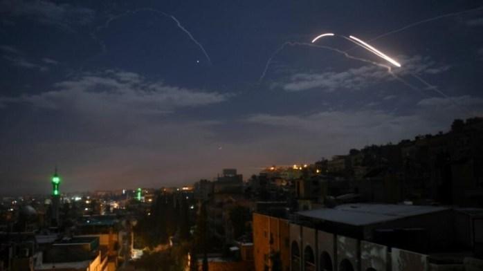 حملۀ هواپیماهای اسرائیلی به پایگاه های ایران در سوریه.