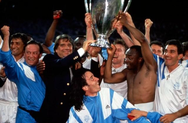Bernard Tapie et l'équipe de l'OM lors de la victoire du club en Ligue des Champions, en 1993.