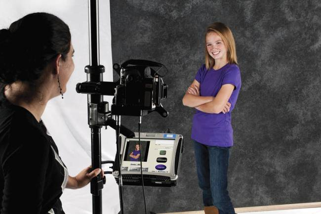 Shutterfly to Buy School Photos Provider Lifetouch for $825 Million - WSJ